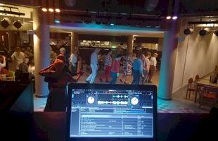 DJ Glenn Hintjes