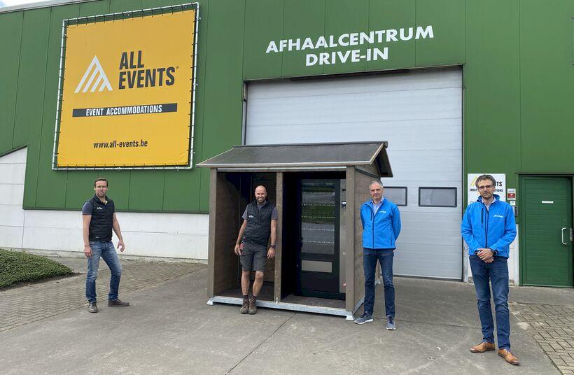 All Events uit Zedelgem bouwt festivalhut om tot mobiele, overdekte ontsmettingsunit met automaat voor mondmaskers - Foto 1