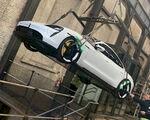 Nieuwe Porsche Taycan krijgt luchtdoop