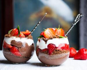 21 heerlijke dessert ideeën in bekertjes om je gasten te verwennen