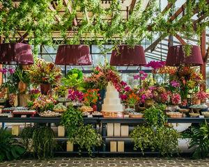 18 bloemdecoraties om je eventlocatie op te fleuren