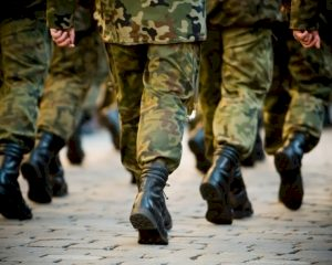 Column: Een briefing is voor militairen