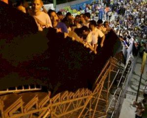 Tribune WK slingert gevaarlijk onder gewicht supporters