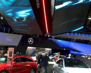 Mercedes schittert op autosalon met spectaculaire schermen van Novid