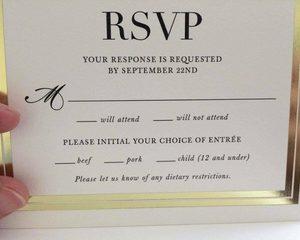 Fancy trouwuitnodiging zet per ongeluk 'kinderen' op het menu