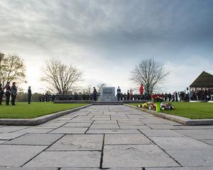 Canadezen droog in structuren De Boer tijdens herdenking WOI