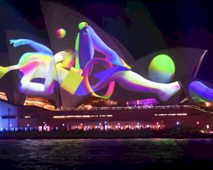 Video: Indrukwekkende lichtshow in Sydney