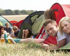 Huur een kant-en-klaar kampeertentje naast de grote festivaltent