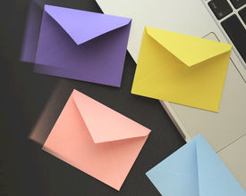 Hoe maak je aantrekkelijke save-the-date e-mails?