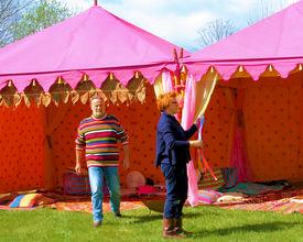 Een opvallende kleurrijke tent voor je evenement
