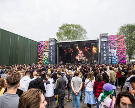 Optimale oplossing om festivalterreinen af te schermen van de omgeving