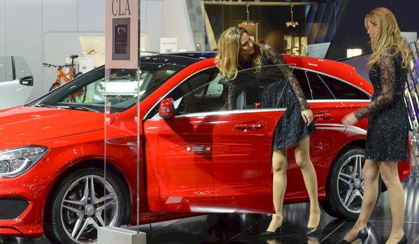 Column: Betutteling - geen 'babes' op autosalon