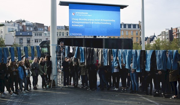 Sterk staaltje guerrilla eventmarketing: 10.000 gratis jeans