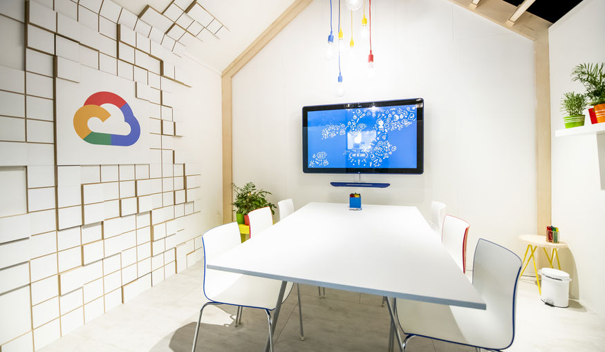 The Oval Office wint 'Best Stand Design Award' met Google stand