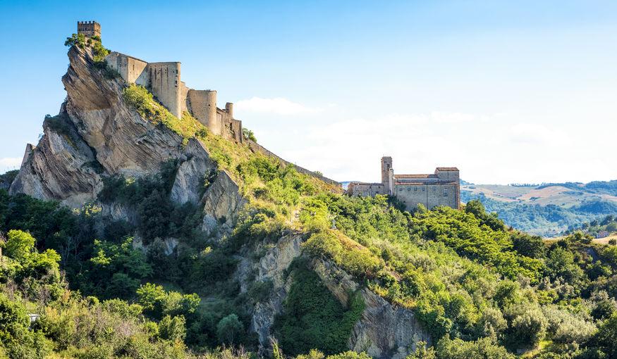 Zoek je nog een ideale locatie voor je huwelijk? Dit Italiaanse kasteel kan je huren voor 100 euro